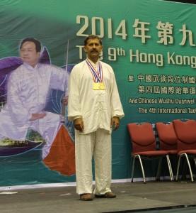 Павел Нигей с золотыми медалями после международного соревнования по Ушу в Гонконге, 2014г.